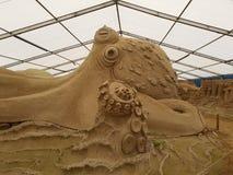 Belles sculptures ?tonnantes en sable photographie stock