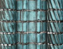 Belles surfaces bleues âgées et superficielles par les agents de mur de briques dans une fin vers le haut de vue photographie stock