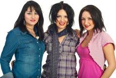 Belles trois femmes de brunette avec le renivellement Images stock