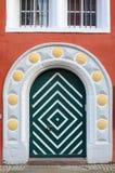 Belles vieilles portes d'entrée en bois photos libres de droits