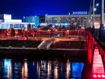 Belles vues de la ville de nuit de Krasnoïarsk images stock