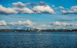 Bellevue kaskady i linia horyzontu Obraz Royalty Free