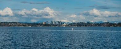 Bellevue linia horyzontu i kaskady panorama 2 Obrazy Royalty Free