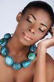 Belleza africana en collar Imagenes de archivo