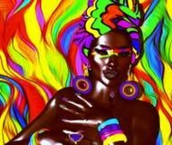 Belleza afroamericana de la moda con el fondo abstracto colorido