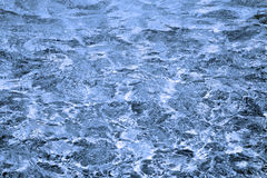 Belleza azul marino intensa del agua Imagenes de archivo