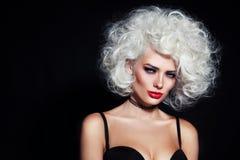 Belleza con el pelo rizado Fotografía de archivo libre de regalías