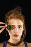 Belleza con la pluma del pavo real en el ojo Imagen de archivo libre de regalías