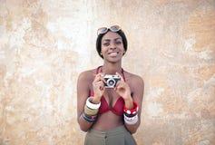 Belleza con una cámara foto de archivo libre de regalías