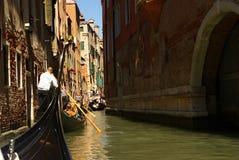Belleza de Italia, barcos en la calle del canal en Venecia, Venezia imágenes de archivo libres de regalías
