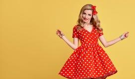 Belleza de la manera Sonrisa modela de la muchacha Polca Dots Dress Fotos de archivo libres de regalías