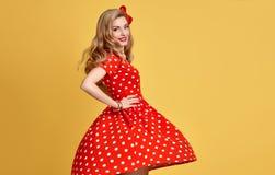 Belleza de la manera Sonrisa modela de la muchacha Polca Dots Dress Fotos de archivo