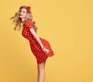 Belleza de la manera Sonrisa modela de la muchacha Polca Dots Dress Imagen de archivo libre de regalías