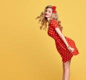 Belleza de la manera Sonrisa modela de la muchacha Polca Dots Dress Foto de archivo