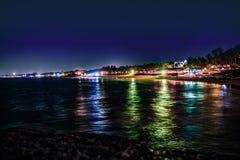 Belleza de la vista nocturna de la playa de Sinquerim, Goa, la India imagen de archivo
