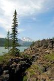 Belleza de las montañas de la cascada Fotos de archivo libres de regalías