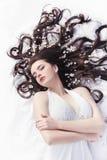 Belleza de primavera o concepto de los cosméticos de la mujer Tiro del retrato de la moda foto de archivo