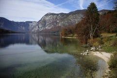 Belleza del lago Bohinj en Eslovenia imagen de archivo libre de regalías