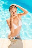 Belleza en la piscina Fotos de archivo libres de regalías
