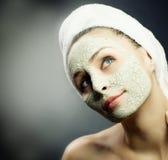 Belleza en máscara del fango del balneario Imagenes de archivo