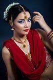 Belleza en ropa y accesorios indios tradicionales Fotos de archivo