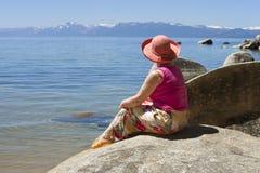 Belleza escénica de Lake Tahoe. Imagen de archivo