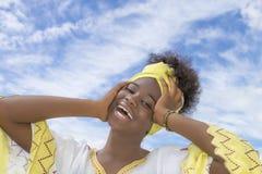 Belleza joven del Afro vestida para una celebración Fotos de archivo