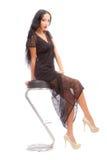 Belleza Leggy en una alta silla Fotografía de archivo libre de regalías