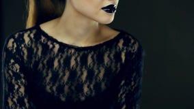 Belleza negra gótica de los labios almacen de video