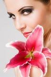 Belleza tirada con el lirio colorido. Foto de archivo