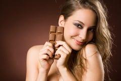 Belleza triguena cariñosa del chocolate Fotografía de archivo