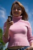 Belleza y el teléfono fotos de archivo