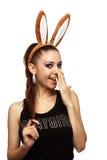 Bellezza allegra con le orecchie del coniglietto Immagini Stock Libere da Diritti