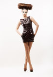 Bellezza & modo. Subcoltura. Donna eccentrica alla moda in vestito nero. Fete Fotografia Stock