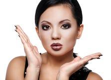 Bellezza asiatica in un forte trucco Fotografia Stock