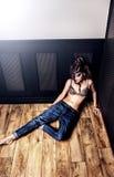 Bellezza castana sexy alla moda Fotografie Stock