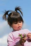 Bellezza con i fiori selvaggi Fotografie Stock