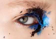 Bellezza del primo piano dell'occhio con trucco creativo fotografia stock
