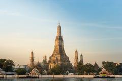 Bellezza del tramonto a Wat Arun, Bangkok, Tailandia Fotografia Stock
