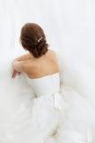 Bellezza delle spose Giovane donna in vestito da sposa all'interno Fotografie Stock Libere da Diritti