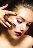 Bellezza di modo. Manicure e trucco Immagini Stock