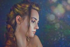 Bellezza floreale Ritratto femminile con gli ambiti di provenienza di bellezza Fotografie Stock Libere da Diritti