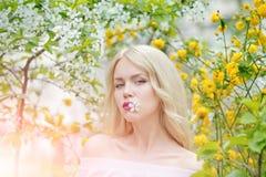 Bellezza, giovent? e freschezza in primavera, pasqua fotografie stock libere da diritti