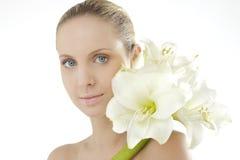 Bellezza naturale con il Amaryllis immagini stock libere da diritti