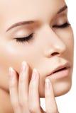 Bellezza naturale dello skincare, pelle molle pulita, manicure immagine stock libera da diritti
