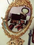Bellezza nello specchio immagine stock