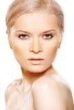 Bellezza sexy naturale con trucco di beige di giorno di modo Fotografia Stock Libera da Diritti