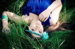 Bellezza in vestito blu Fotografie Stock