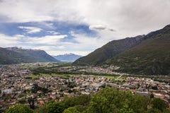 Bellinzona Schweiz 05 05 2019: Panoramautsikt från slotten fotografering för bildbyråer