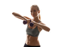 Bello addestramento allegro della ragazza con le teste di legno sopra fondo bianco Fotografia Stock Libera da Diritti